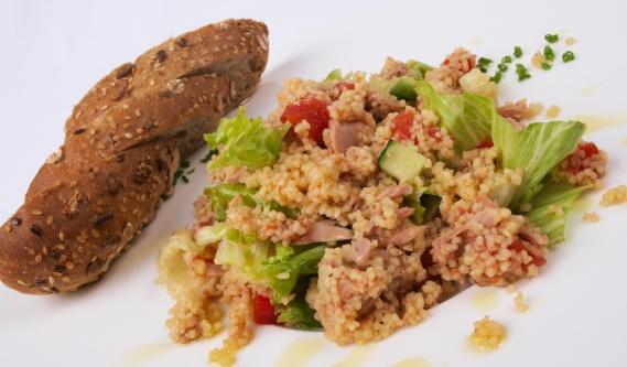 Zeleninový salát stuňákem akuskusem